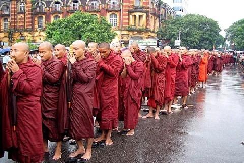 Se Buddha scende in piazza. Buddhismo e impegno sociale, oltre gli stereotipi (Davide Magni)
