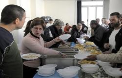 F - Una tavola, tanti servitori