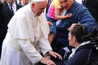 La misericordia di Bergoglio crea scandalo nella chiesa (Enzo Bianchi)