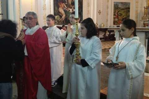 Entrare nel rito per celebrare il mistero (Renzo Giuliano)