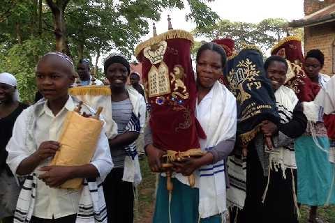 In Uganda, una nuova sinagoga per un gruppo isolato di ebrei (Lauren Markoe)